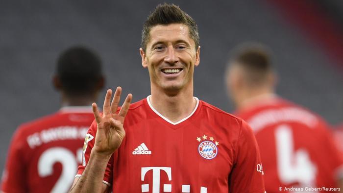 Chelsea Man City monitor Lewandoski's Bayern situation