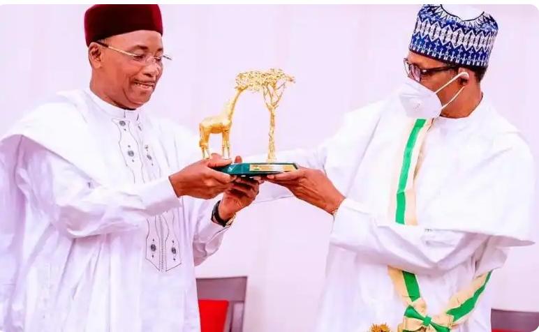 Niger president Issoufou, Buhari, 'Grand Cross of the National Order of Niger', Hausa, Kanuri, Fulfude, Grand Croix Des Ordre National Du Niger