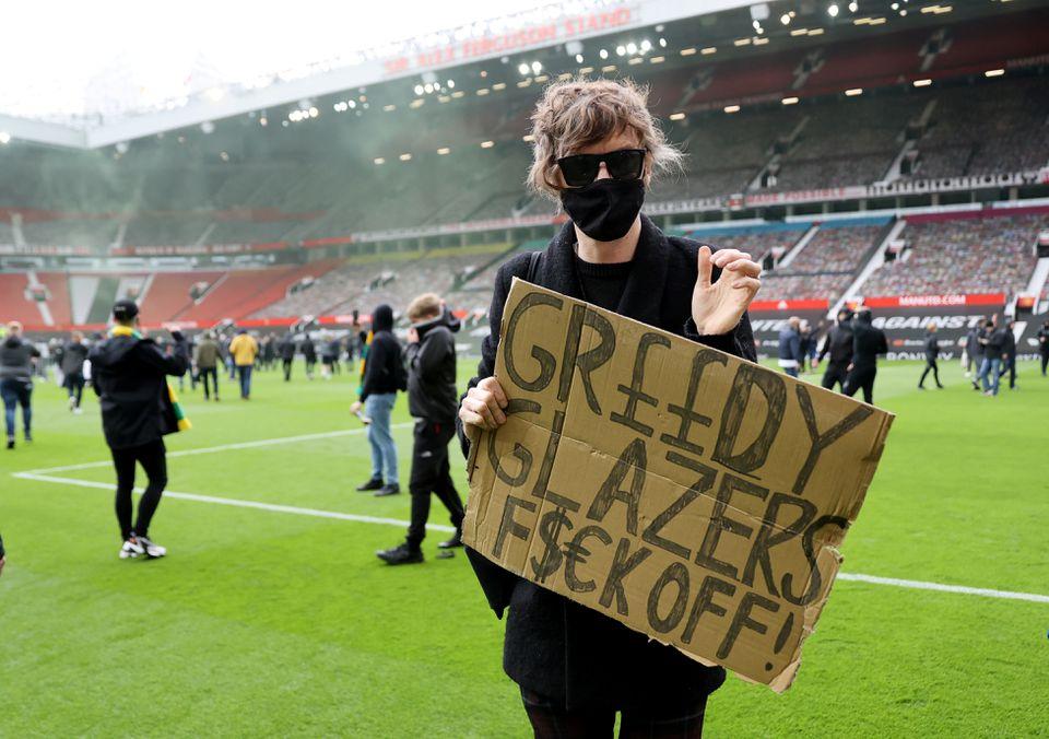 Old Trafford Man Utd fans protest #GlazersOut