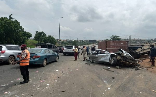 one die in Otedola accident
